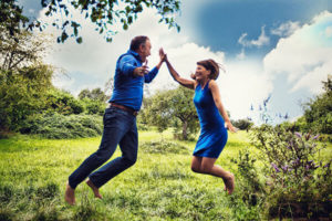 Sandra und Robert Hornsteiner in der Natur mit Spaß und Einigkeit