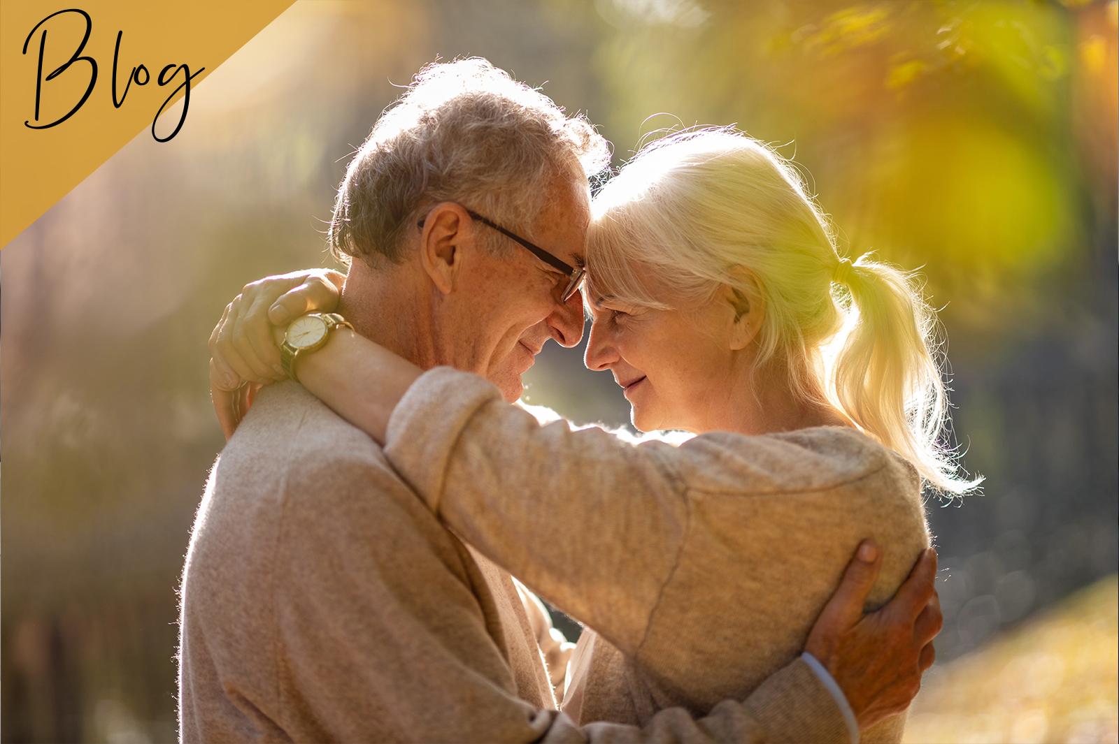 älteres Paar genießt gemeinsame Zeit